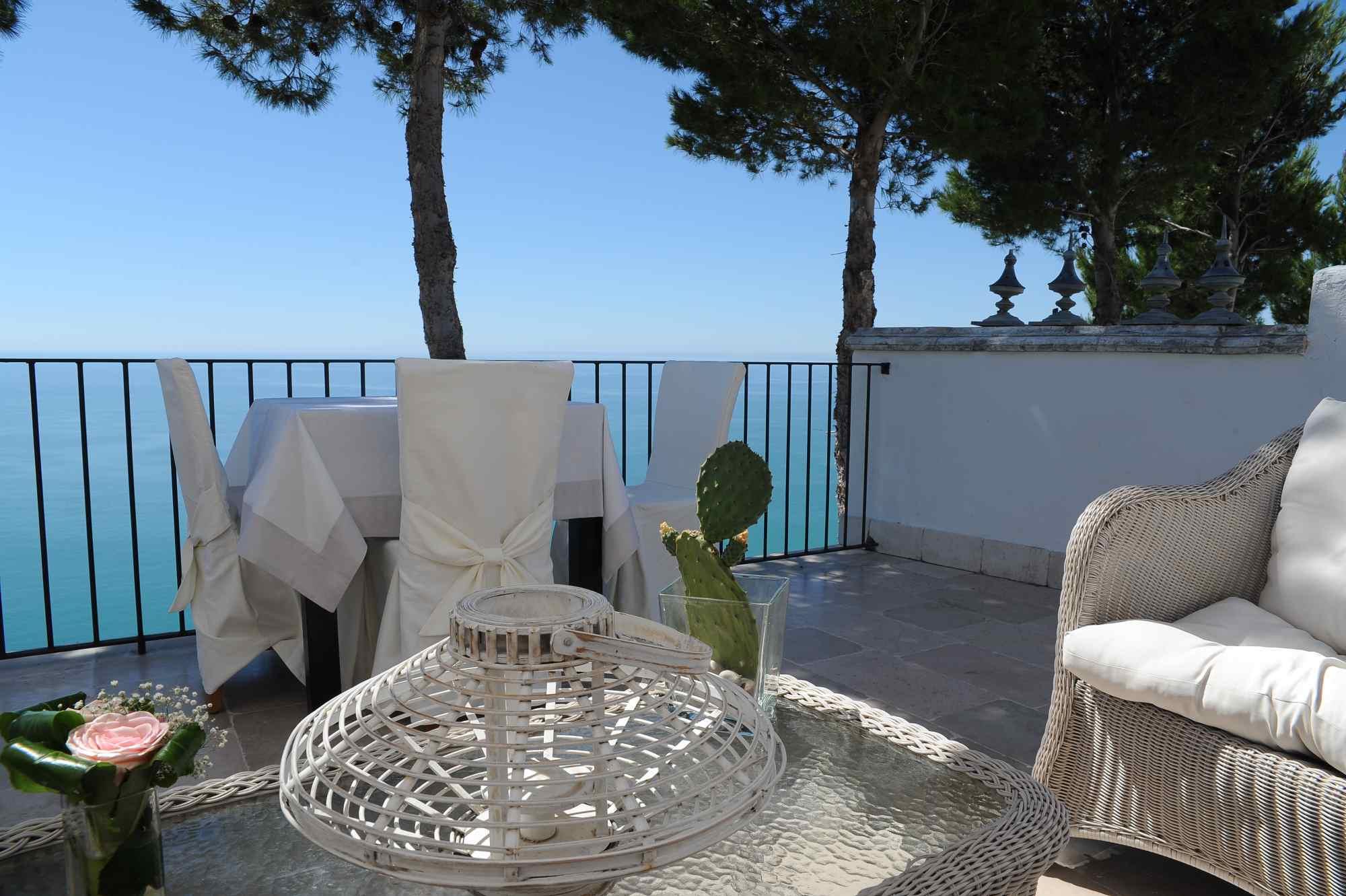bar-ristorante-esterno-interno-terrazza-vista-mare-mattinata ...