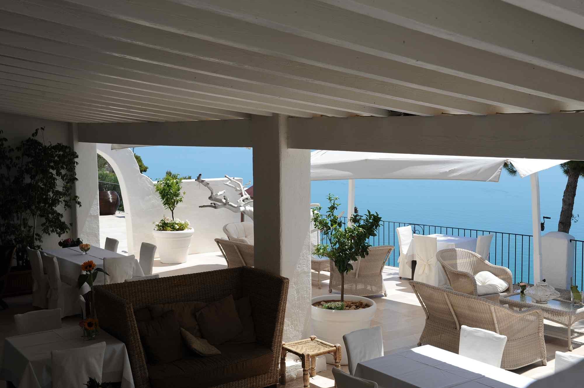 Bar ristorante esterno interno terrazza vista mare for Ristorante la vista