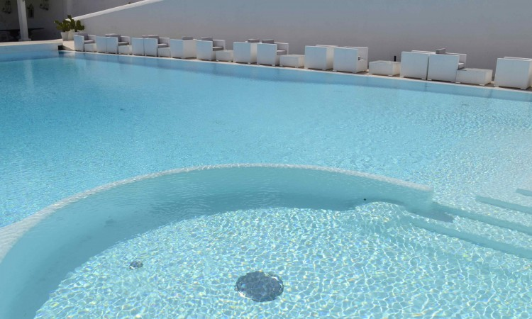 piscina idromassaggio mattinata