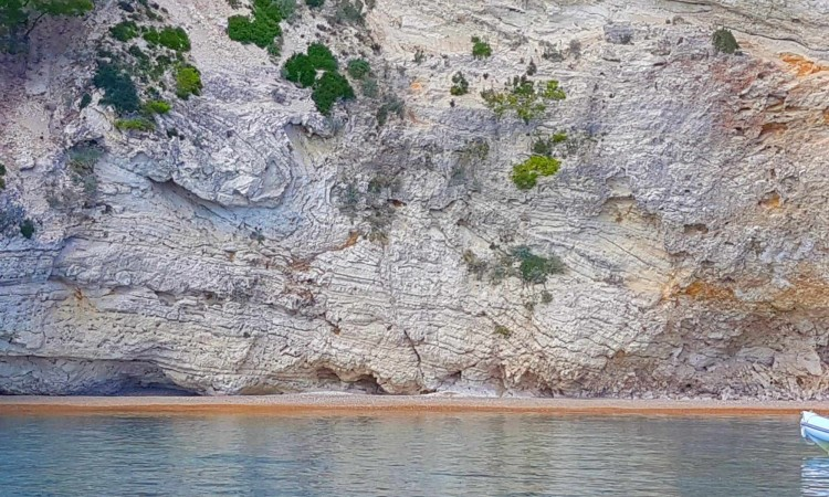 spiaggia-privata-raggiungibile-via-mare-golfo-mattinata-gargano-pugli-hotel-5-stelle-2