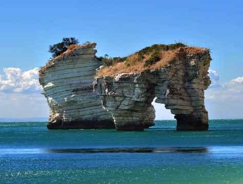 escursioni-in-barca-mattinata-vieste-gargano-grotte-marine-puglia-mare-1